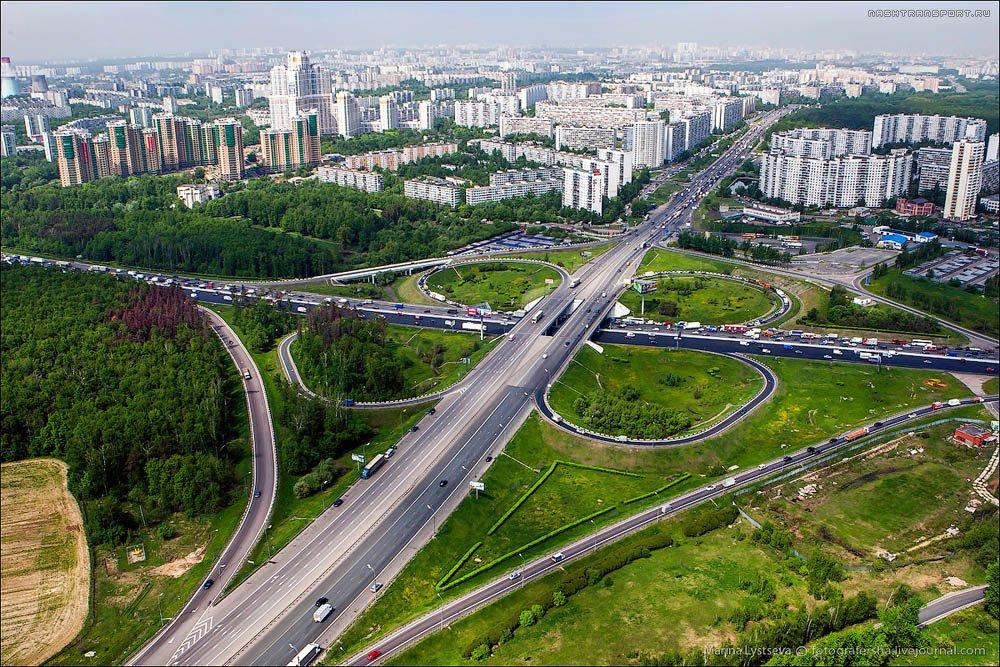 Активнее строить развязки вместо железнодорожных переездов призвал сегодня Дмитрий Медведев.