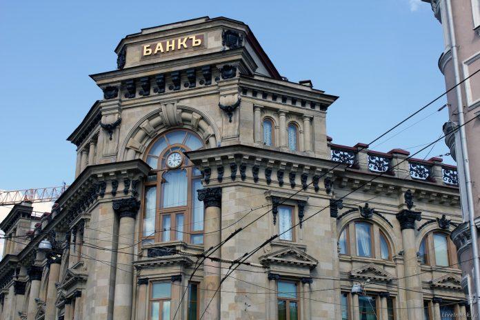 Центробанк объявил об окончании рецессии в России.
