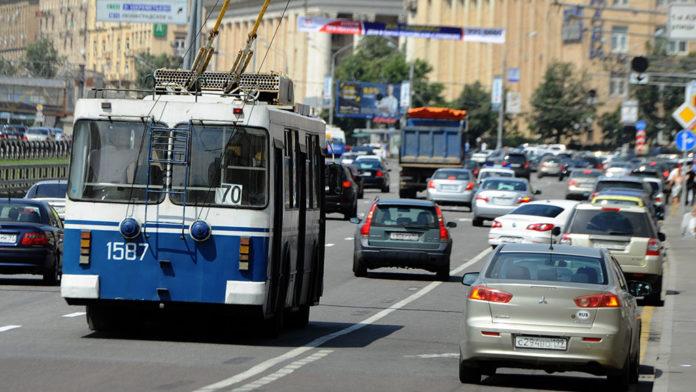 Москвичи начали пересаживаться на общественный транспорт