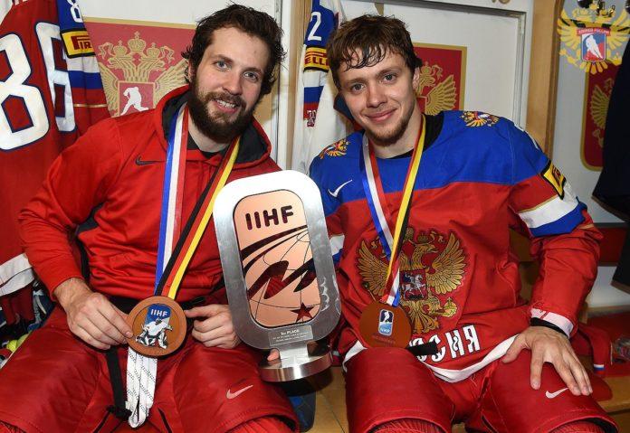 Никита Кучеров (слева) и Артемий Панарин – бронзовые призеры ЧМ по хоккею – 2017 Фото: fhr.ru