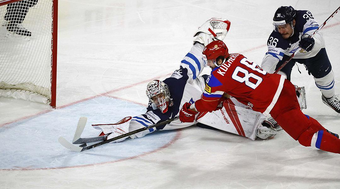 Никита Кучеров забрасывает пятую шайбу в ворота Финляндии Фото: REUTERS true_kpru