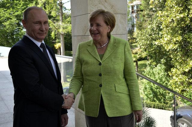 Ангела Меркель прибыла в РФ, чтобы встретится с Путиным