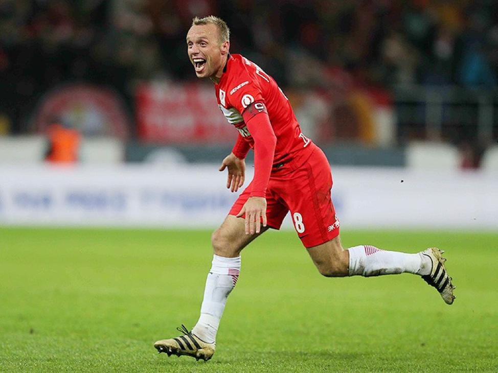 Денис Глушаков забивает победный мяч «Амкару» на 90+1 минуте