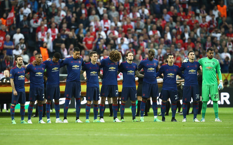 Минута молчания в память о жертвах теракта в Манчестере Фото: twitter.com/UEFAcom_ru