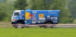 Экипаж российского гонщика Дмитрия Сотникова