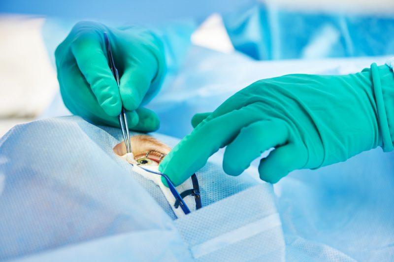В России второй раз провели сложнейшую операцию по пересадке бионического глаза