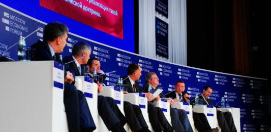 Московский экономический форум открывшийся в стенах Российской академии наук собрал 500 человек