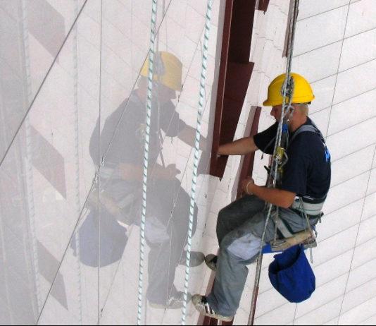 альпинист на высоте